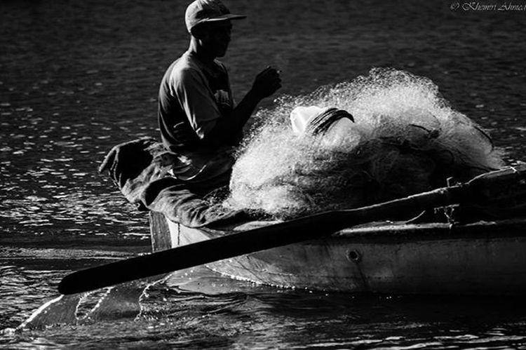 P Ê C H E U R Fisherman Worker Working Sea Water Filets Fishing Thinking Spontanious Bw Bwphotography Blackandwhite Blackandwhitephotography IgersTunisia