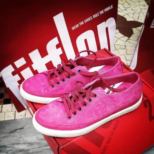 damn, Milano got me.... Orz ??? Fitflop Pink