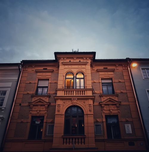 Architecture Building Exterior Built Structure City City Life Cloud Cloud - Sky Evening EyeEm EyeEm Best Edits EyeEm Gallery Façade History Kärnten Low Angle View No People Office Building Old Town Outdoors Sky Villach Window
