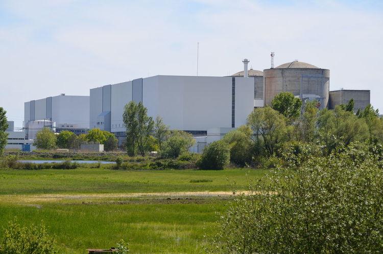 La centrale nucléaire du Blayais est située dans la commune de Braud-et-Saint-Louis (Gironde), en bord de Gironde, entre Bordeaux et Royan. Blayais Braud-et-Saint-Louis Centrale Nucléaire Gironde Nuclear Nuclear Plant Nuclear Power Plant Nucléaire
