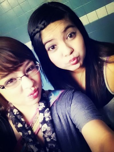 me and this girl samii had one freaking amazing night with the cousin!♥♡ movies, tons of fun and food♥♡♥♡♡