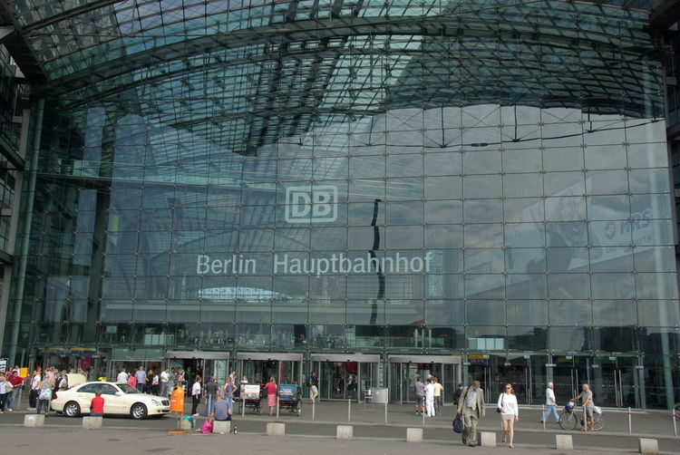 Berlin-Mitte Deutschland Adult Adults Only Architecture Building Exterior Built Structure Crowd Day Germany Hauptbahnhof Berlin Large Group Of People Men Outdoors People Real People Train Station Women