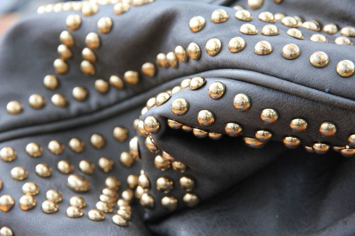 Goldene Nieten, Handtasche, Leder, Mode, Gold, Metall, Close-up Pearl Jewelry Necklace Jewelry No People Bead Indoors  Luxury Textile Gold Colored Fashion Clothing Personal Accessory