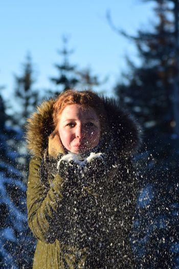 Spaß Am Leben  Looking At Camera Snowflake Spaß Woman Of EyeEm Frosty Fun Frosty Mornings Uniqueness Schnee Young Women Young Adult Woman Portrait Woman TeenagerWarm Clothing Snow Winter Blowing Snow Girl Power Girl Outdoors Snowing Human Body Part Cold Temperature