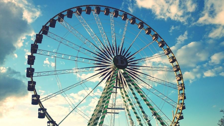 Canstatter Wasn Riesenrad Stuttgart Germany Fair Wasn Life Is Beautiful Blue Sky White Clouds A Day With Friends Business Stories
