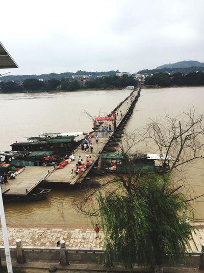 久违的浮桥