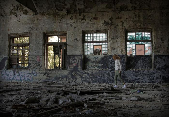 walking Women Saint Petersburg Photography Photographer StillLifePhotography Photoshoot Working Rotting Damaged Dirty Discarded