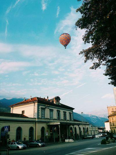 Vscocam VSCO Hotairballoon Mongolfière Mongolfiera  Colorful Sky Colorful Sky Morning Taking Photos