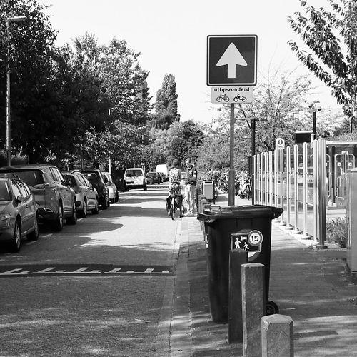 2016 Reizen serie bij station elkaar ontmoeten samen weg fietsen hij achter op Taking Photos Transportation People Together