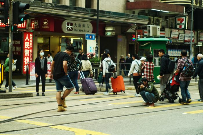 Walking Jupiter9 Sony Sonyalpha A7r2 A7RII Hk Zisunword Streetphotography Snapseed Street City City Street Built Structure City Life Men Outdoors Large Group Of People People
