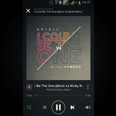 Bomdia acabando de acordar e ouvindo um pouco de Musica para animar o meu dia :) Avicii Spotify