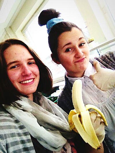 Friends Banana Working Enjoying Life Happy People Helping Noestoyenjapón