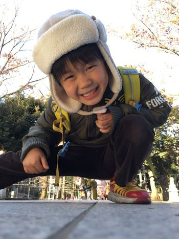 写真を撮ろうとすると、邪魔をして笑う。 Childhood Smiling Child Japanese Style Shrine Smile EyeEm Gallery EyeEm Best Shots Urban Lifestyle EyeEmBestPics From My Point Of View Portrait Innocence Kids Boy Children