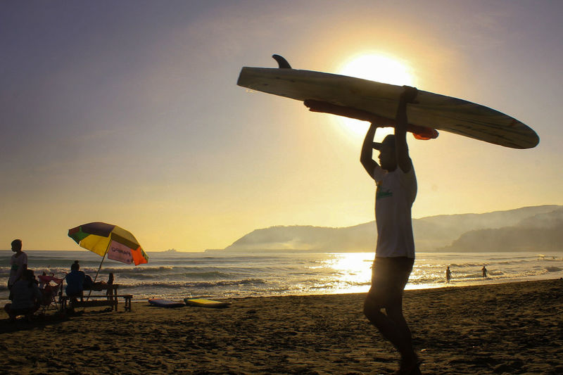 Sky Beach People Sunset Silhouette Sea Adults Only Adult Summer Outdoors Men Sunlight Vacations Water Nature Women Full Length Only Men Childhood Beauty In Nature Surfing Surfside Beach Surfboard Surfers Paradise Surflifestyle