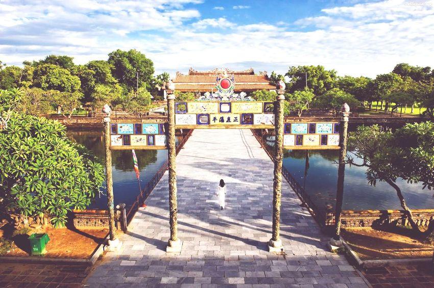 Huế Hue, Vietnam Vietnam AodaiVietNam ❤️ áo Dài ❤ Ao Dai Vietnam Imperial Palace Unesco World Heritage TriShot TriShot Photography