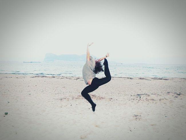 Un puñado de arena y la brisa del viento. Cádiz, Spain Beach Rhythmic Gymnastics Girl Like