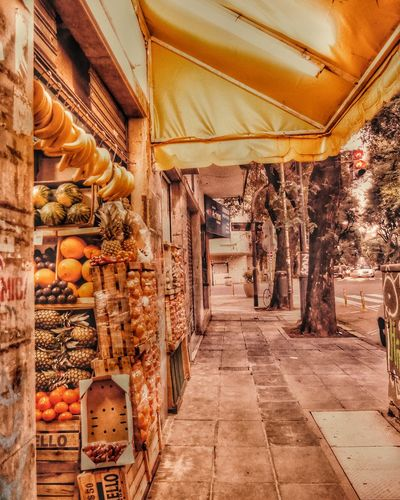 fruit market Fruit Fruits Fresh Vegetables Healthy Eating Health Food Fruit And Vegetable Fruit And Vegetable Market Fruit Stand Bannana Yellow Street Food Worldwide Street Food Market Buenos Aires Street Buenos Aires Fruit Stand EyeEm Selects Architecture Banana Citrus Fruit Orange - Fruit