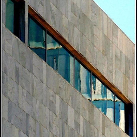Bilbaoarchitecture Bilbao Bizkaia Euskadi BasqueCountry Street Photography Sigma Lens Canonphotography Photo Of The Day Hello World Canon Camera Check This Out Windows And Doors Windows Of My World Photo Editing Basque Country Ventanas Reflejos Reflection Reflection_collection Reflection On Building Reflection Photography Refl Arquitecture Arquitecturestyle Colour Your Horizn