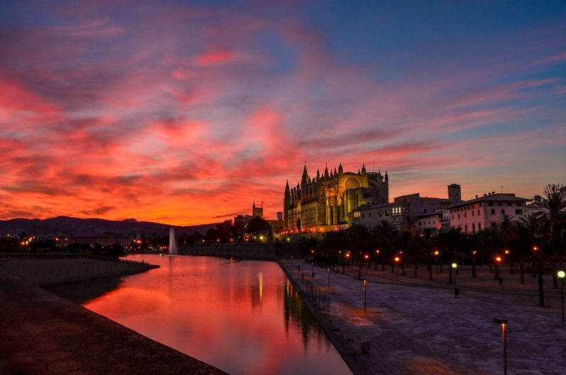 Palma De Mallorca sunset Check This Out Palma Mallorca Sunset Vacations Amazing View Reflections Red Twilight Holiday Travel Balearics Cathedral Architecture Amazingsky Skyporn Cloudporn
