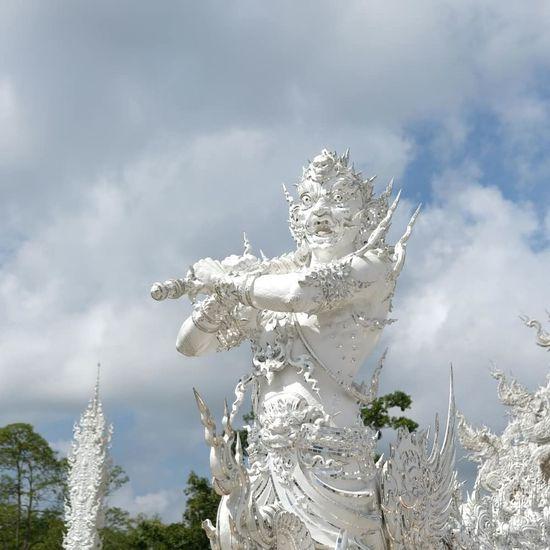 Temple Thailand Bouddha  Tree Spraying Motion Sky Cloud - Sky Sculpted Mythology Buddha Idol Goddess