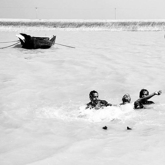 Photograph Black White Photographer Photoofday Photo Photoshoot Photooftheday Iran Ocean People Persiangulf Drowned Drowning