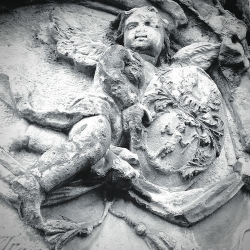 Memento mori Statue Sculpture Day No People Outdoors Religion Spirituality Close-up Putto Headstone Coat Of Arms