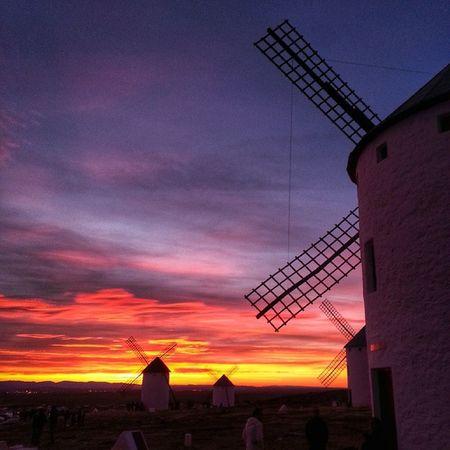 Sobran las palabras. Puestadesol Sunset desde C. Criptana Donquijote Travel Tutismo Enoturismo