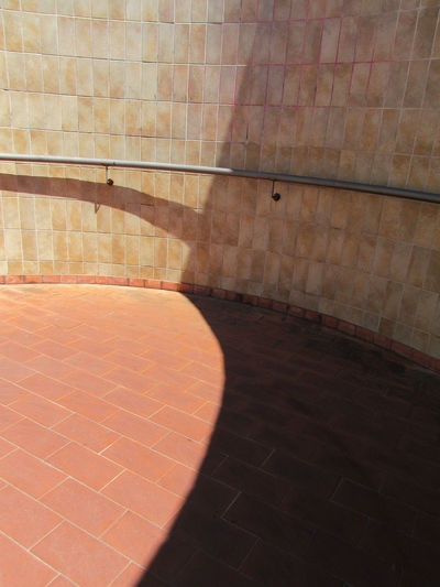 Curved tiled