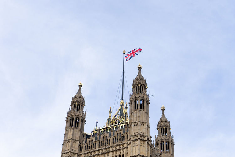 Houses of parliament with the union jack flag, london. landmark, monument.
