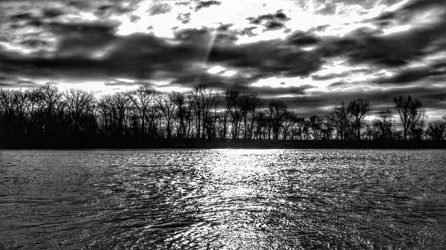 Sunrises over the Missouri river in Atchison Kansas. Hanging Out Check This Out Hello World Taking Photos Enjoying Life Wow_america_landscape World_bnw Ks_pride Wow_hdr America Wow_america_bnw Blackandwhite Atchison Wow_america Kansasphotographer Kansasphotos Instawow Missouririver Sunrise Wow_bnw Waterscape World