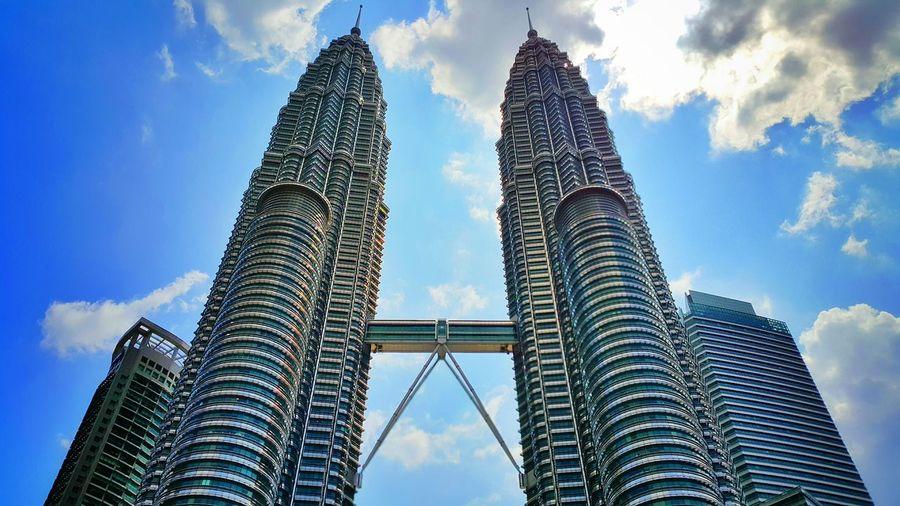 Repost Galaxy Note 4 Samsungphotography Klcc Petronas Twin Towers Kuala Lumpur Malaysia  Architecture Architecture_collection Structure Structures Malaysia Snapseed Editing  BestEyeemShots Besteyemphotos Note 4 Snapseed Editing  Sky Cloud - Sky Day Skyscraper Skyscrapers Towers And Sky
