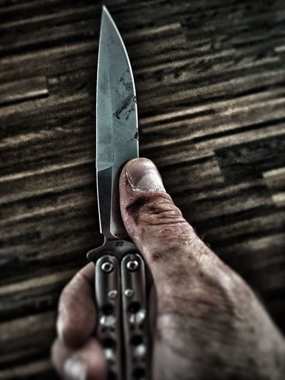 something special, something new. not necessarily expect from me🙈 my man exerts art pieces with the knife. He really is talented without asking. tracks practice leaves Leaves PracticeMakesPerfect Knife Knifeporn Wound Tadaa Community Talanted Art Piece Photography HDR Benchmade