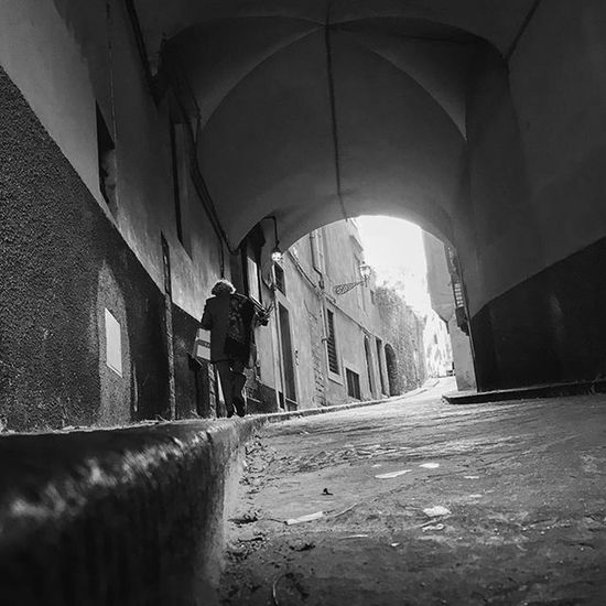 Nel mezzo del cammin di nostra vita People 2015wp45 Igersitalia Igerstoscana Igersfirenze Iphone6s Blackandwhite Nocolor Light Shadow Urbanexploration Urbanphotography Street Streetphotography Adayinflorence Firenzemadeintuscany MadeinItaly Madeintuscany Autumn Toscana Florence Firenze Simonacassetti1302 Abitudini Percorso homestradapicoftheweekfiSTRIDEBY