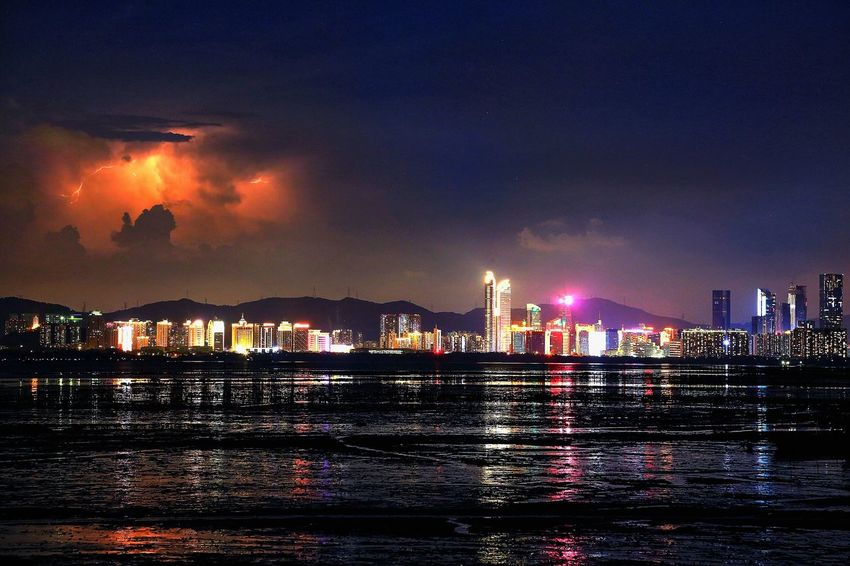雲中閃#流浮山#深圳福田 雲中閃 深圳福田 流浮山 Night Water Illuminated Architecture Sky City Built Structure Building Exterior Nature No People Cityscape Reflection Waterfront Beauty In Nature Travel Destinations Sea Scenics - Nature Outdoors Office Building Exterior Skyscraper