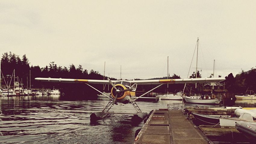 Airplane Summer Memories 🌄 Waterfront Share Your Adventure Orcas Island The Tourist Transportation Traveling Shot On IPhone Sea Plane Seaplane Travel Yellow Line The Essence Of Summer 43 Golden Moments