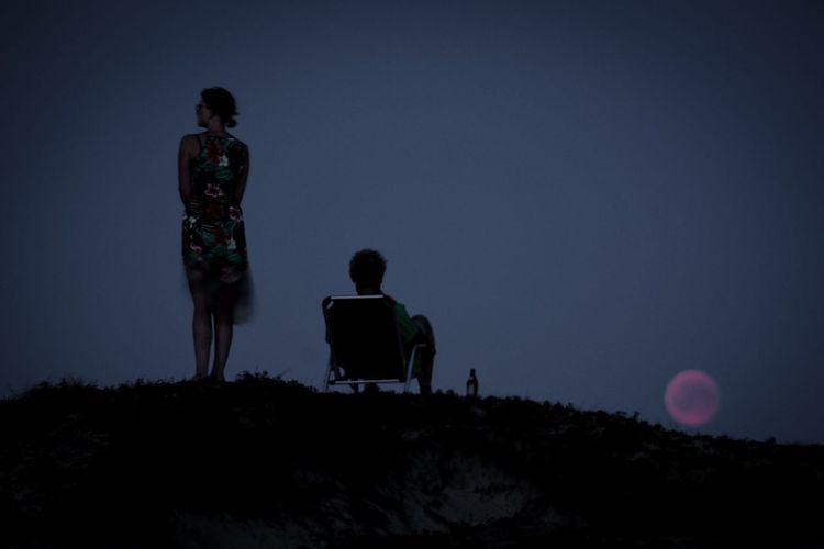 Mondfinsternis auf Texel Moon Darkness Moon Shots Mond Moon Mondfinsternis 2018 Mondfinsternis Sky Night Men Nature Full Length Standing Rear View Real People People Two People Scenics - Nature Beauty In Nature Outdoors Silhouette Land