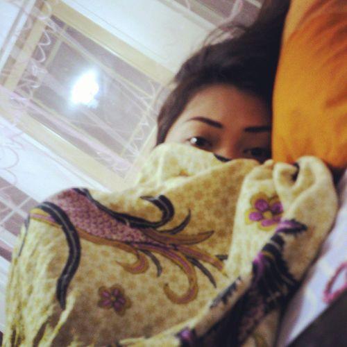 Fever go away...Pleaase!! :( Sickgirl Home SickEvening Coldevening BukotHabol HavingCold Bodypain Headache :(
