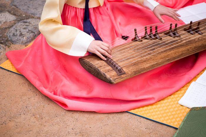 Busan Gayageum Instruments Korea Music Traditional Music Traditional Music Of Korea Wedding Ceremony