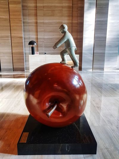 Apple Travel Photography Randomshot Travel Arts Sculpture Xiamen Xiamen,China Hotel Lobby Lobby Hotel Hotel Lobby Futuristic Red Men Close-up Figurine  Figurine