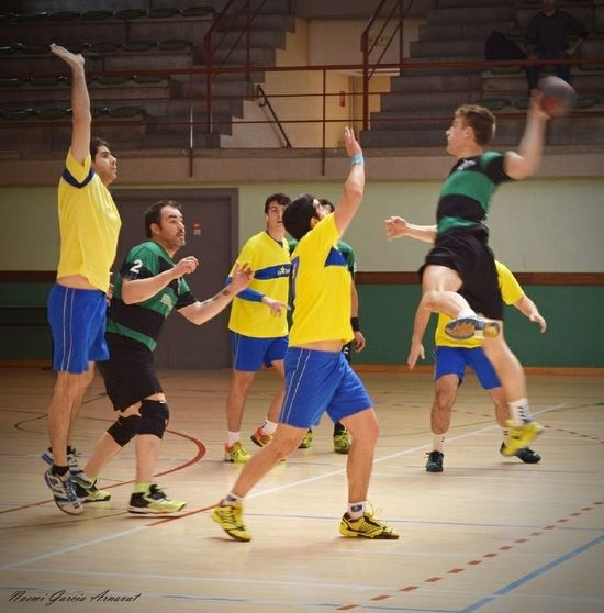 Women Fotography Handball Handball Is My Life Fotografie EyeEm Selects People Exercising Coordination Togetherness Adult Concentration Dedication Group Of People Coach Competition Indoors  Full Length Athlete Practicing Skill  Basketball - Sport Sport Sportsman Challenge Men