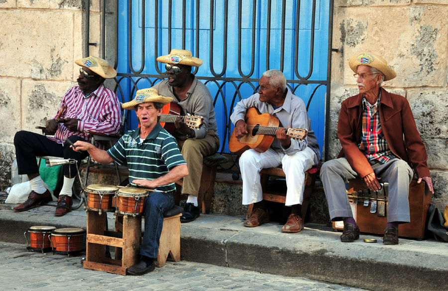 Arts Culture And Entertainment Bongo Check This Out Cultures Drummer Front View Fun Guitar Guitar Player Hat Leisure Activity Lifestyles Men Micha D. MOVE1962 Music Musical Instrument Musicians Perspective Real People Sitting Street