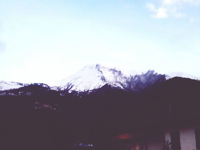 Poi ti vedi le montagne bianchissime davanti casa *--*