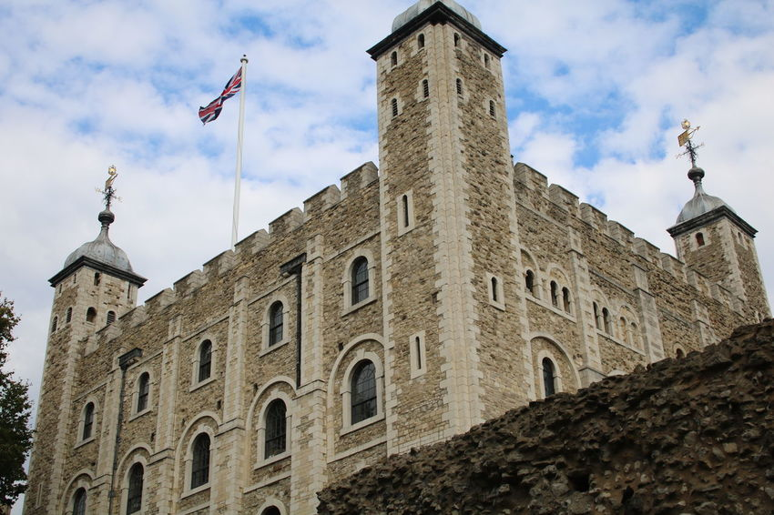 Architecture Building Exterior Built Structure Castle Cloud - Sky Flag Fort History National Flag Outdoors Sky Tall - High Tower Tower Of London