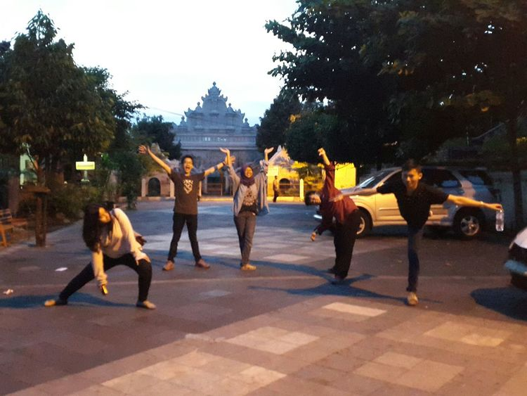 After waiting for the sunset. Blurred, but still seems fun right? Friends Explorejogja Historical Building Sunset Yogyakarta Us