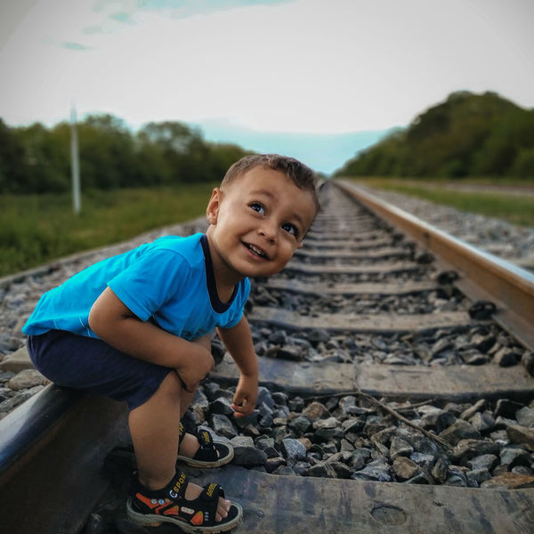 Boy Train Riel Ferrocarril