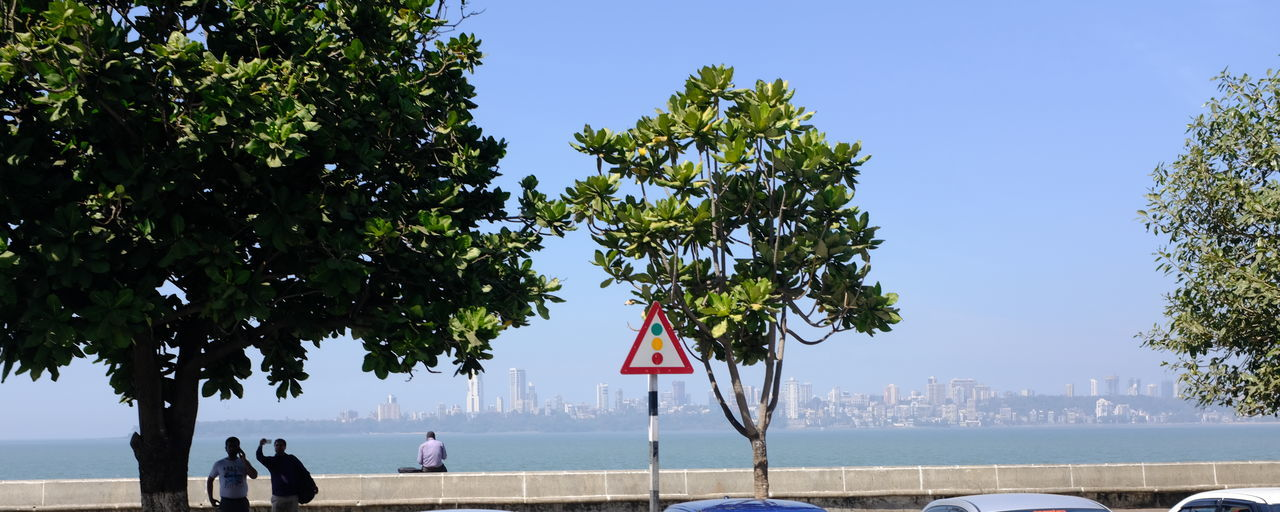 Boarding a natural bay on the Arabian Sea, Marine Drive is a 3 km long boulevard running in the South of Bombay. Urban Skyline Grands Boulevards Bombay Seaside Marine Drive,mumbai Travel Destinations