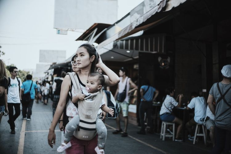 Bangkok. Street Portraits The Human Condition Wanderlust The Tourist Showcase: February The Week Of Eyeem Streetphotography Street Photography Check This Out Portrait Women Travel Photography Girl Thailand Asian Culture Bangkok Asian  Traveling Cinema In Your Life The Portraitist - 2016 EyeEm Awards