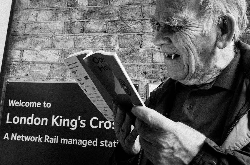 Dental London Read Reading Book Candid Fangs Kings Cross One Person Outdoors Real People Street Streetphoto_bw Streetphotography Teeth