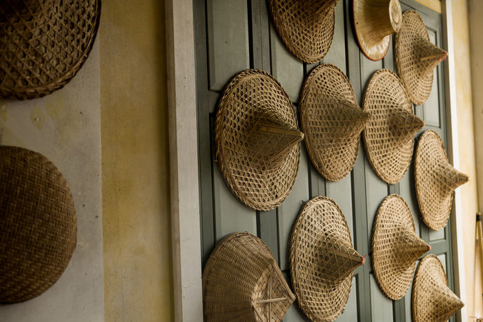 wicker sun hat on market Thailand Authentic Choice Clothing Collection For Sale Hanging Hat Market No People Retail Display Small Business Still Life Straw Hat Sun Hat Variation Veitnam Wicker Basket Wicker Hat Wicker Sun Hat Wicker Work