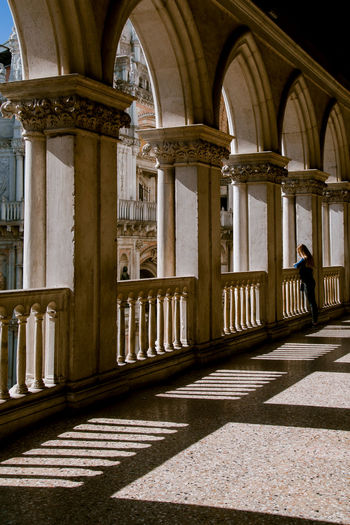 palazzo ducale Palazzo Ducale Italy Architecture Architecture Architecture_collection Light And Shadow Light Light Collection Architecture And People Silhouette Light And Shadow Lighting Equipment Architectural Column Politics And Government Arch History Architecture Built Structure The Architect - 2018 EyeEm Awards The Traveler - 2018 EyeEm Awards